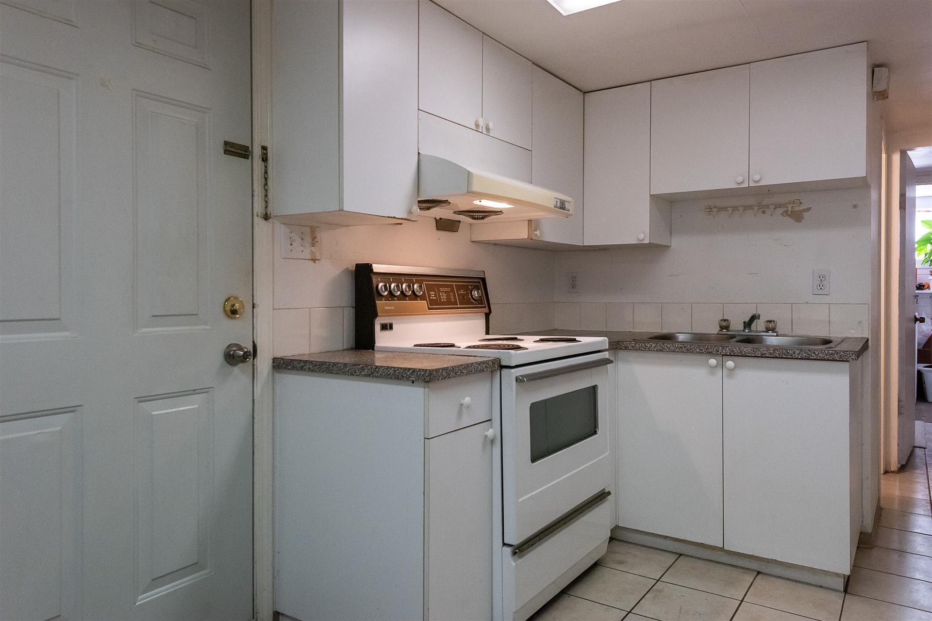Kitchen-13.jpg